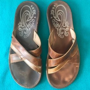 OluKai Paniolo Distressed Leather Slide Sz 9
